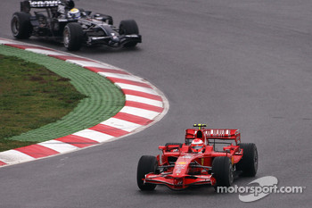 Michael Schumacher, Test Driver, Scuderia Ferrari, Nico Rosberg, Williams F1 Team, FW30
