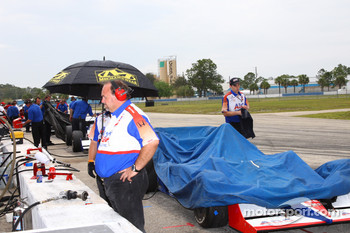 Rain starts to fall on Sebring
