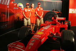 Kimi Raikkonen, Scuderia Ferrari, Felipe Massa, Scuderia Ferrari, Lisa Lillie, Shell