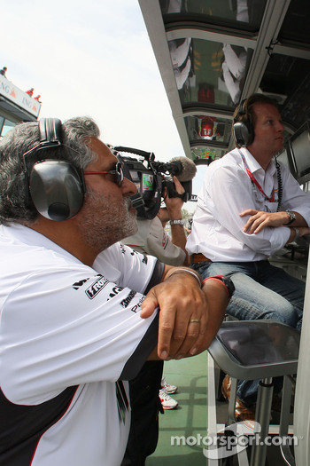 Vijay Mallya, Force India F1 Team, Owner and Kingfisher CEO on the pitwall with Michiel Mol Force India F1 Team