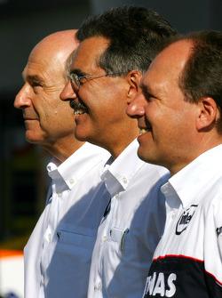 BMW Sauber F1 photoshoot: Dr. Mario Theissen, BMW Sauber F1 Team, BMW Motorsport Director, Willy Rampf, BMW-Sauber, Technical Director, Peter Sauber, BMW Sauber F1 Team, Team Advisor