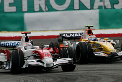 Jarno Trulli, Toyota Racing, TF108 and Nelson A. Piquet, Renault F1 Team, R28
