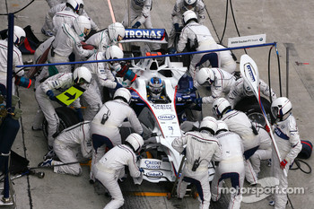 Nick Heidfeld, BMW Sauber F1 Team during pitstop