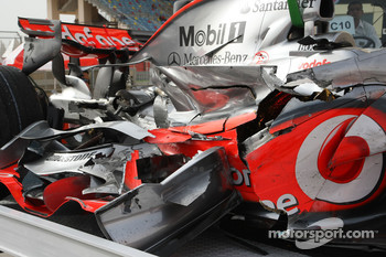 Lewis Hamilton, McLaren Mercedes, MP4-23, crash damaged car