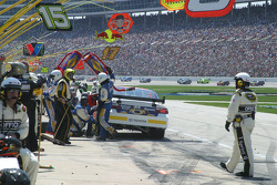 Pit stop for David Waltrip