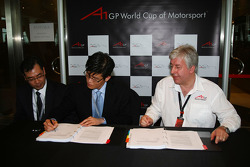 Harry Lee with the new A1 Team Korea Seat Holder Joshua Kim and David Clare, CEO Asian Region
