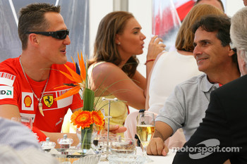 Michael Schumacher, Test Driver, Scuderia Ferrari with Nelson Piquet