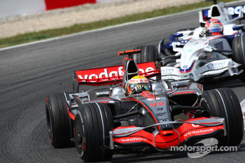 Lewis Hamilton, McLaren Mercedes, MP4-23 leads Robert Kubica, BMW Sauber F1 Team, F1.08