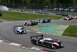 Start: #7 Team Peugeot Total Peugeot 908 HDi FAP: Marc Gene, Nicolas Minassian leads the field