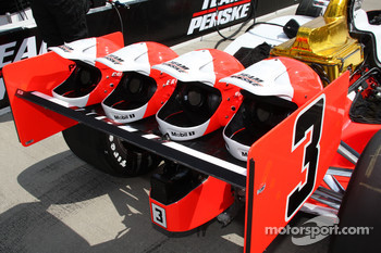 Team Penske gears on the car of Helio Castroneves