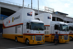 Renault F1 Team, trucks