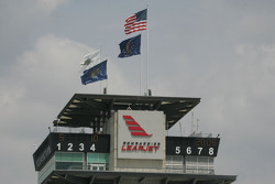 Winds bring in clear sunny weather at Indy