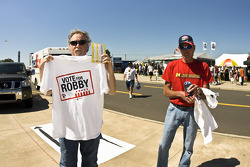 Fans receive their Vote For Robby T-Shirts