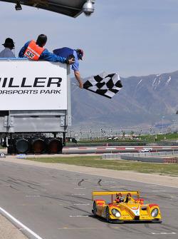 Checkered flag for the #7 Penske Racing Porsche RS Spyder: Romain Dumas, Timo Bernhard
