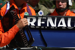 Track Marshalls with Renault F1 Team, rear wing