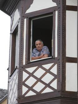 An Adenau man watches the parade