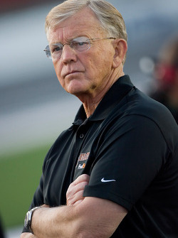 Joe Gibbs watches his team qualify