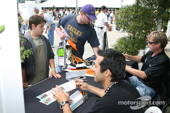 Jeff Simmons and Davey Hamilton signs autographs