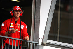Michael Schumacher, Test Driver, Scuderia Ferrari, eating during the session