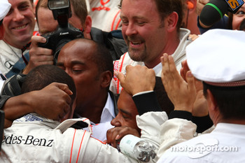 Anthony Hamilton, Father of Lewis Hamilton kisses his son 1st place Lewis Hamilton, McLaren Mercedes