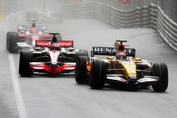 Nelson A. Piquet, Renault F1 Team leads Heikki Kovalainen, McLaren Mercedes