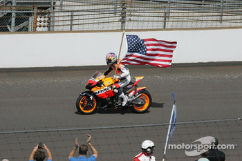 Nicky Hayden takes hot laps before the race