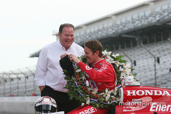 Chip Ganassi and Scott Dixon share a laugh during the winner's shoot