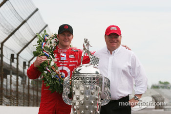 Scott Dixon and Chip Ganassi with the Borg Warner Trophy