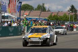 #88 Ford Focus: Björn Herrmann, Michael Martin takes the checkered flag