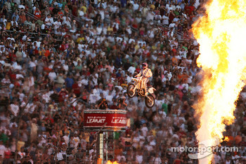 Evil Knievel makes a show