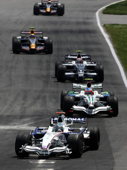 Nick Heidfeld, BMW Sauber F1 Team leads Rubens Barrichello, Honda Racing F1 Team