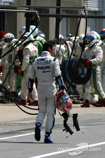 Kazuki Nakajima, Williams F1 Team crash in the pitlane