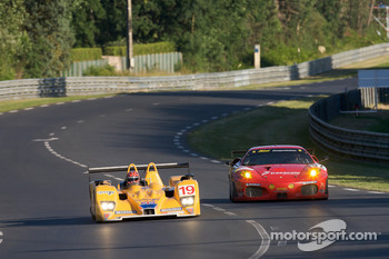 #19 Chamberlain-Synergy Motorsport Lola B06-10 AER: Bob Berridge, Gareth Evans, Amanda Stretton, #82 Risi Competizione Ferrari F430 GT: Mika Salo, Jaime Melo, Gianmaria Bruni