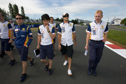 Track walk for Nelson A. Piquet, Renault F1 Team and Renault F1 Team members