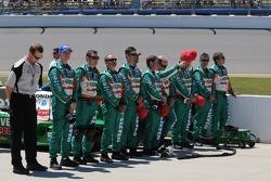 Tony Kanaan's crew lined up