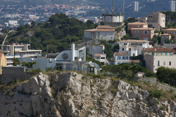 Visit of Marseille: modern house sits atop Marseille