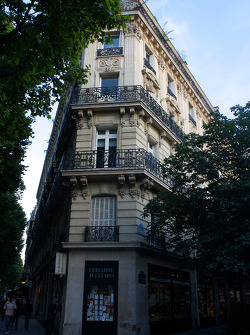 Visit of Paris: a building