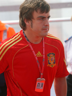 Fernando Alonso, Renault F1 Team, wearing the Spanish National Football Shirt