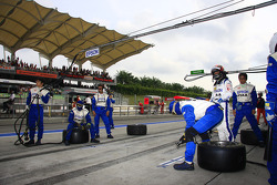 Nakajima Racing mechanics await the schedule pitstop