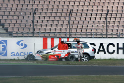 Giancarlo Fisichella, Force India F1 Team crashed in Sachs corner