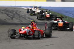 Emil Bernstorff, Arden International leads Luca Ghiotto, Trident