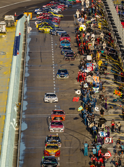 Denny Hamlin, Joe Gibbs Racing Toyota leads the field to pace laps