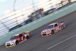Kevin Harvick, Stewart-Haas Racing Chevrolet and Kyle Larson, Chip Ganassi Racing Chevrolet