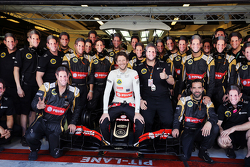 Romain Grosjean, Lotus F1 E23 op teamfoto