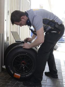 工程师与倍耐力轮胎