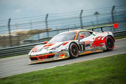 Clearwater车队1号法拉利458 GT3:吉安玛利亚·布鲁尼、詹姆斯·卡拉多、马特·格里芬、莫永新