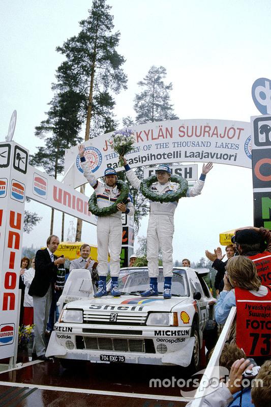 Winners Timo Salonen and Seppo Harjanne, Peugeot 205 T16