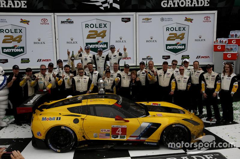 Winnaar GTLM: #4 Corvette Racing Chevrolet Corvette C7.R: Oliver Gavin, Tommy Milner, Marcel Fässler