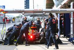 Daniil Kvyat, Red Bull Racing RB12 practices a pit stop