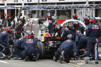 Mark Webber, Red Bull Racing, RB4, Pitstop